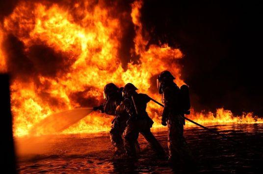 incendio vigili del fuoco notte-2.jpg