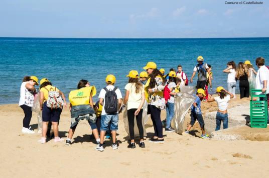 Puliamo il mondo_spiaggia marina piccola_Castellabate.jpg