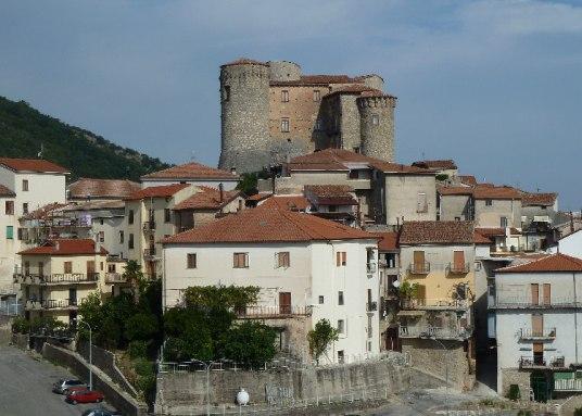 Roccadaspide Castello medievale.jpg