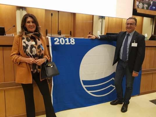 BANDIERA BLU CASTELLABATE 2018_ IL VICESINDACO LUISA MAIURI E IL RESPONSABILE DELL'UFFICIO TURISTICO ENRICO NICOLETTA A ROMA