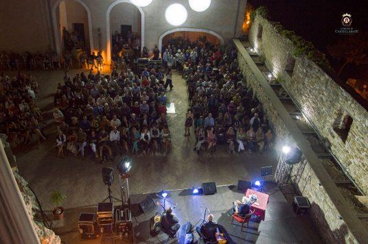 Castellabate_corte interna del Castello Abate_rassegna_Il luogo incanto